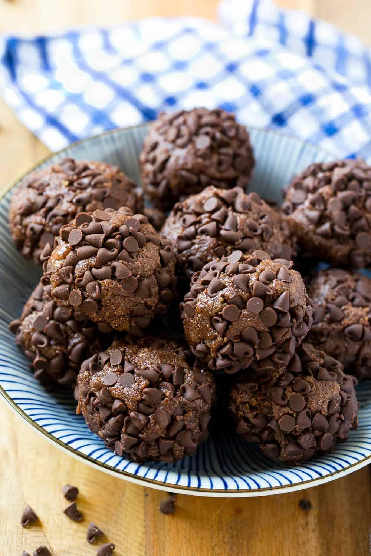 no bake brownie protein bites
