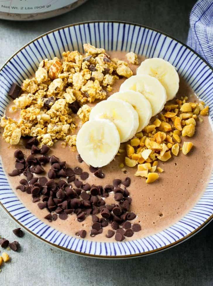 chocolate smoothie bowl