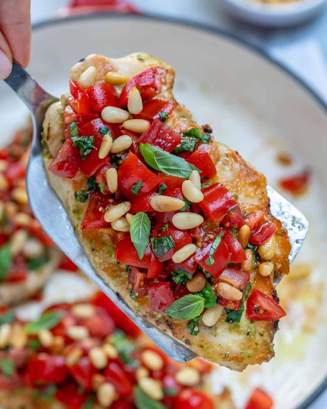 Pesto bruschetta chicken