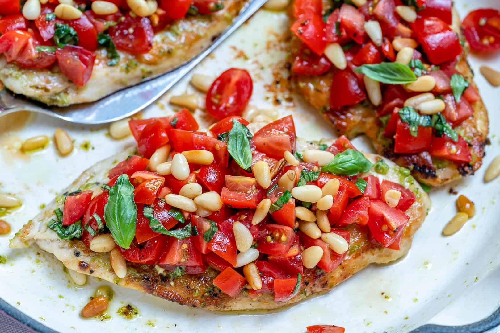 Pesto bruschetta grilled chicken