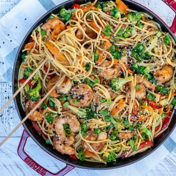 Shrimp stir-fry noodles