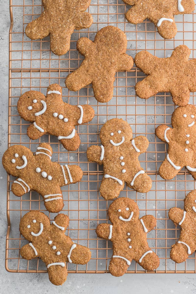 vegan Gingerbread Cookies on rack