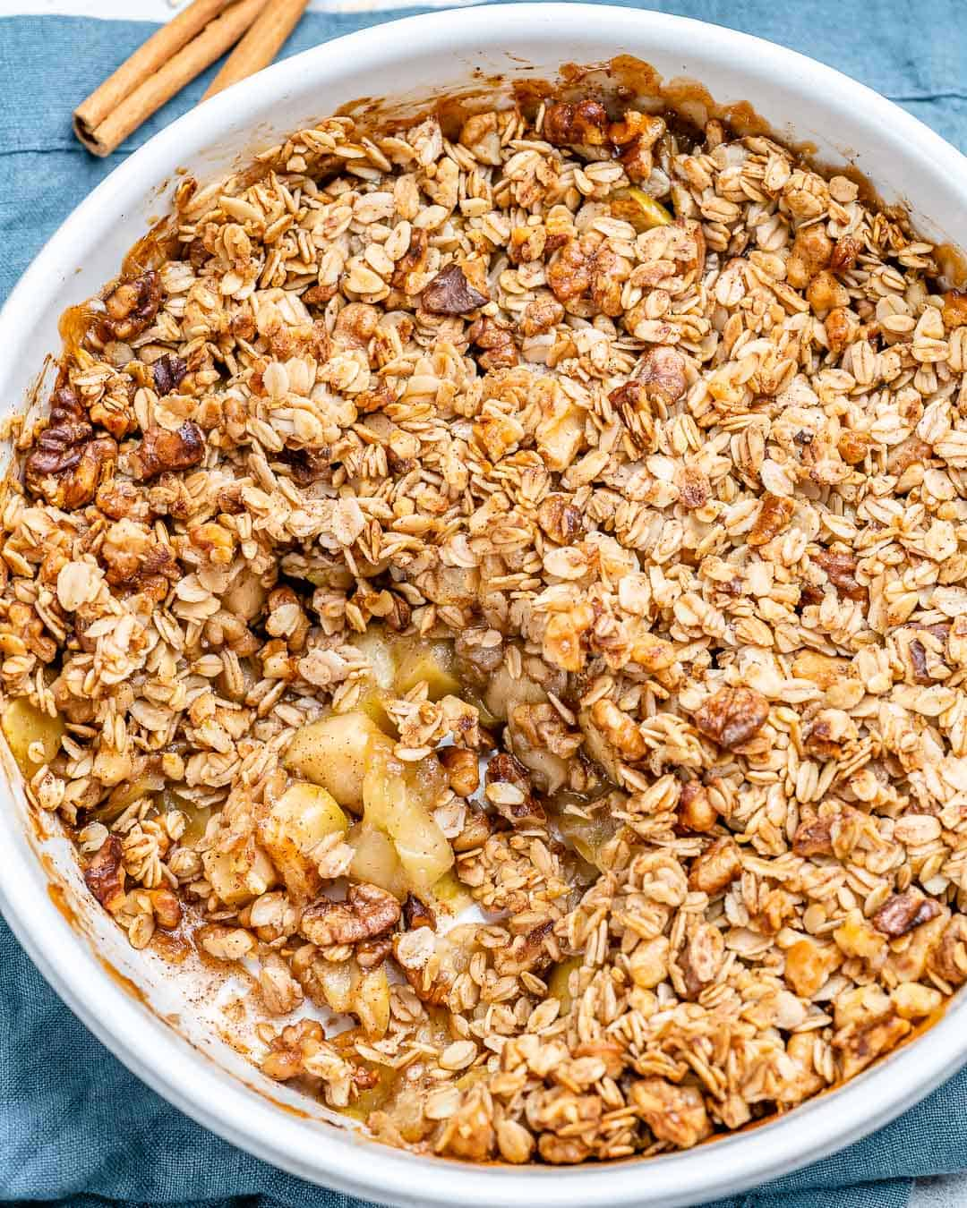 Easy Oatmeal Apple Crumble {Vegan}