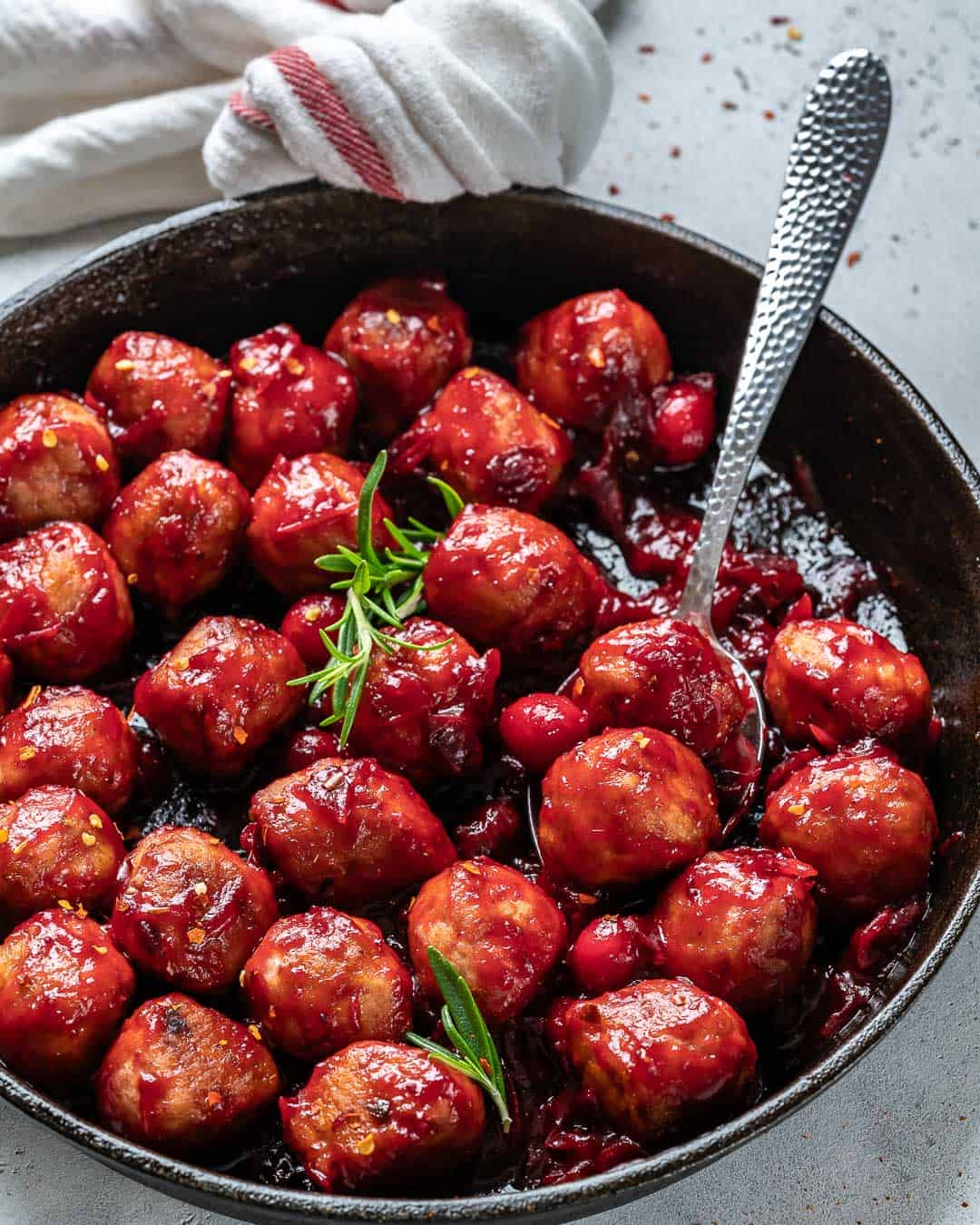 CRANBERRY SAUCE CHICKEN MEAT BALLS IN