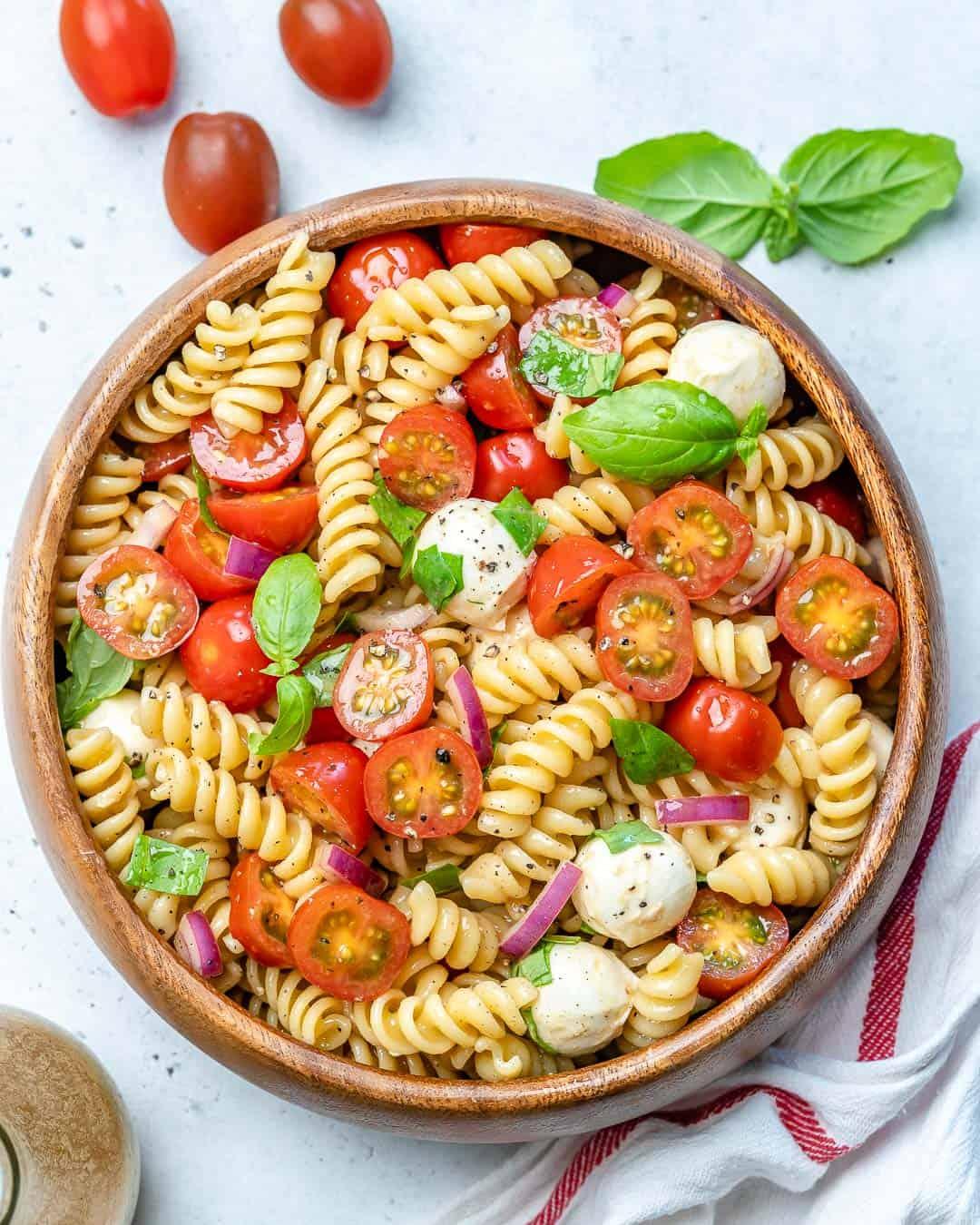 vegetarian Caprese pasta salad recipe
