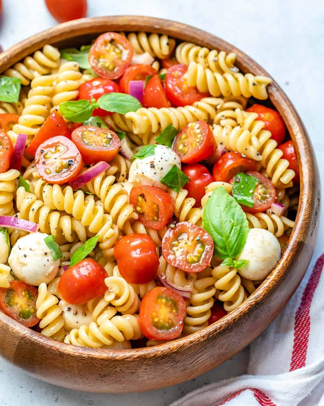 easy Caprese salad recipe with pasta and cheese