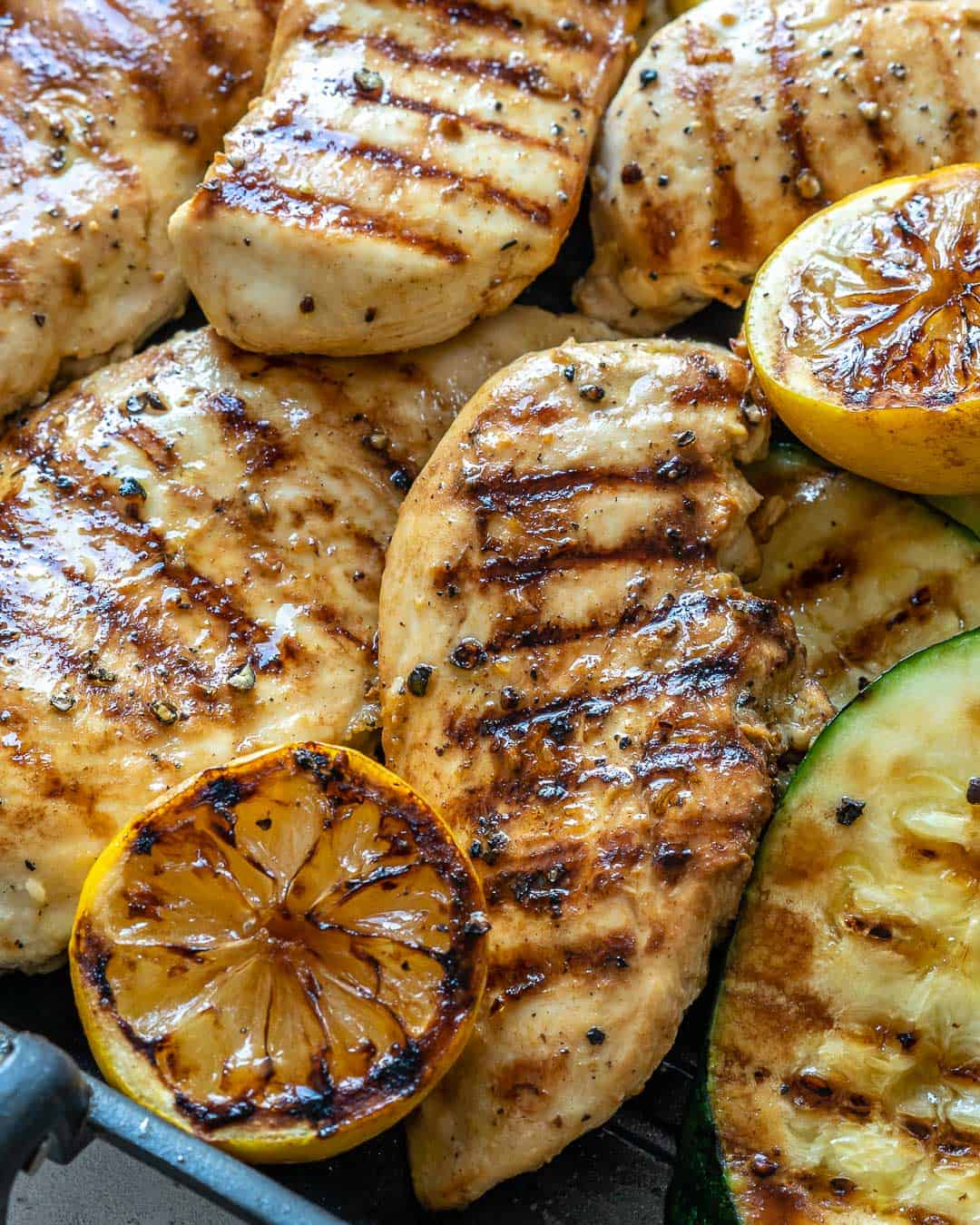 close up chicken breast on grill pan