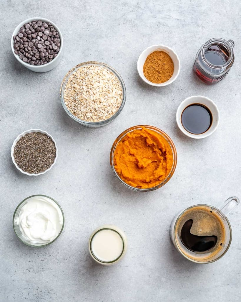 ingredients to make the pumpkin overnight oats