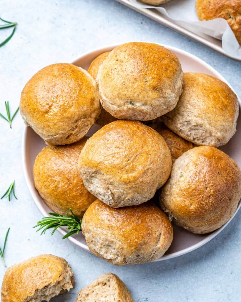 top view of dinner rolls in a plate