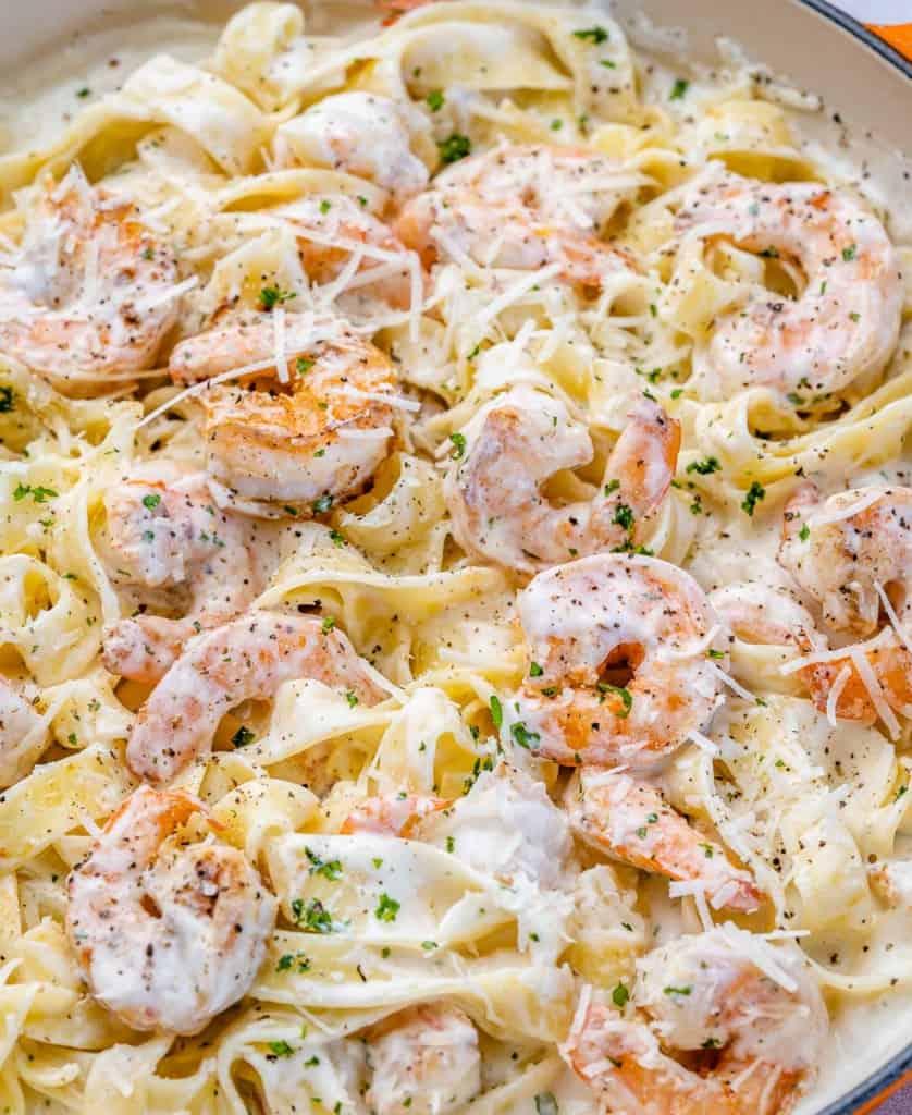 close up shrimp alfredo