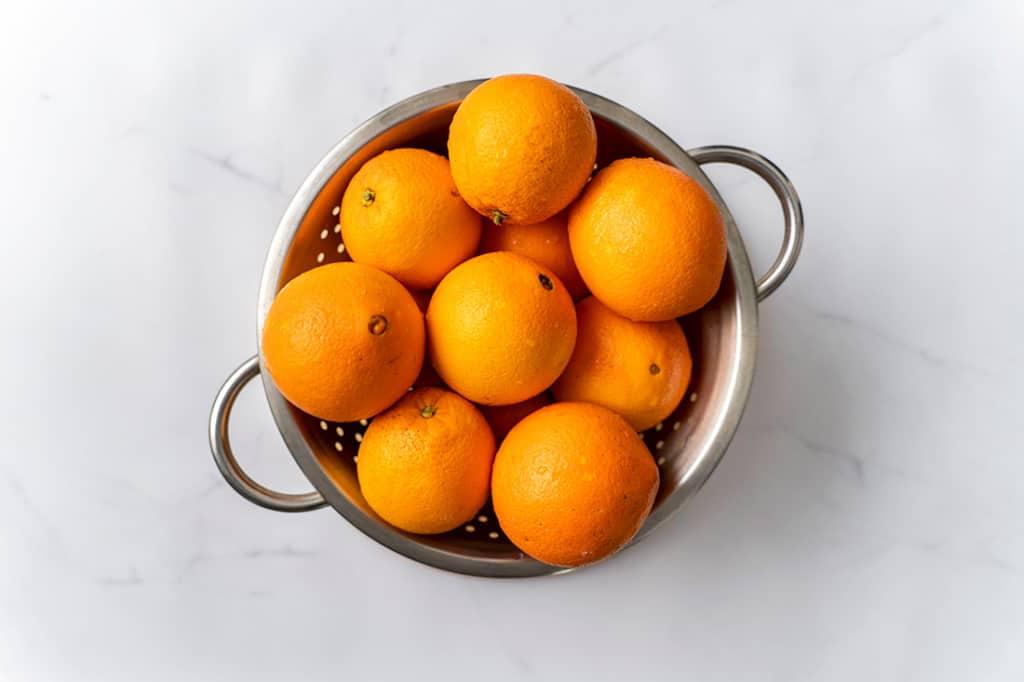 Bowl of oranges.
