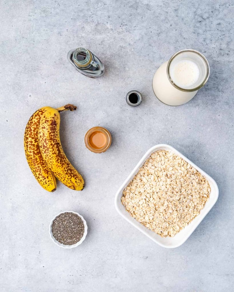 oats, maple syrup, vanilla, milk, bananas, chia seeds