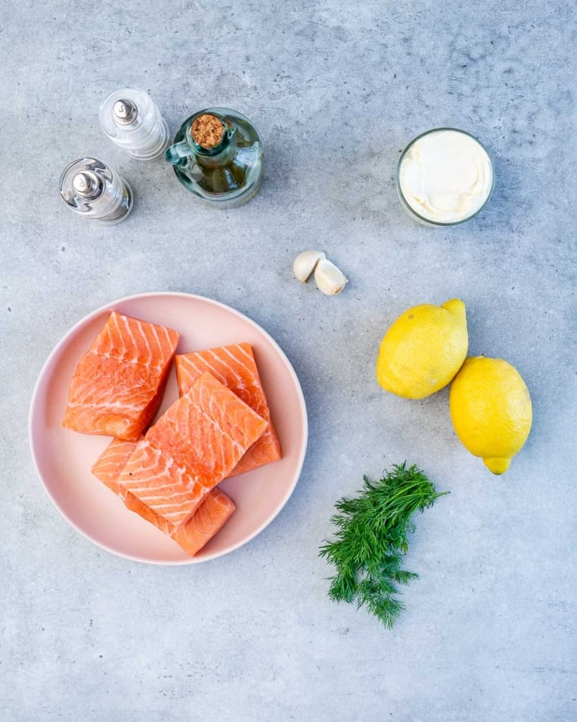 ingredients to make salmon in a creamy sauce