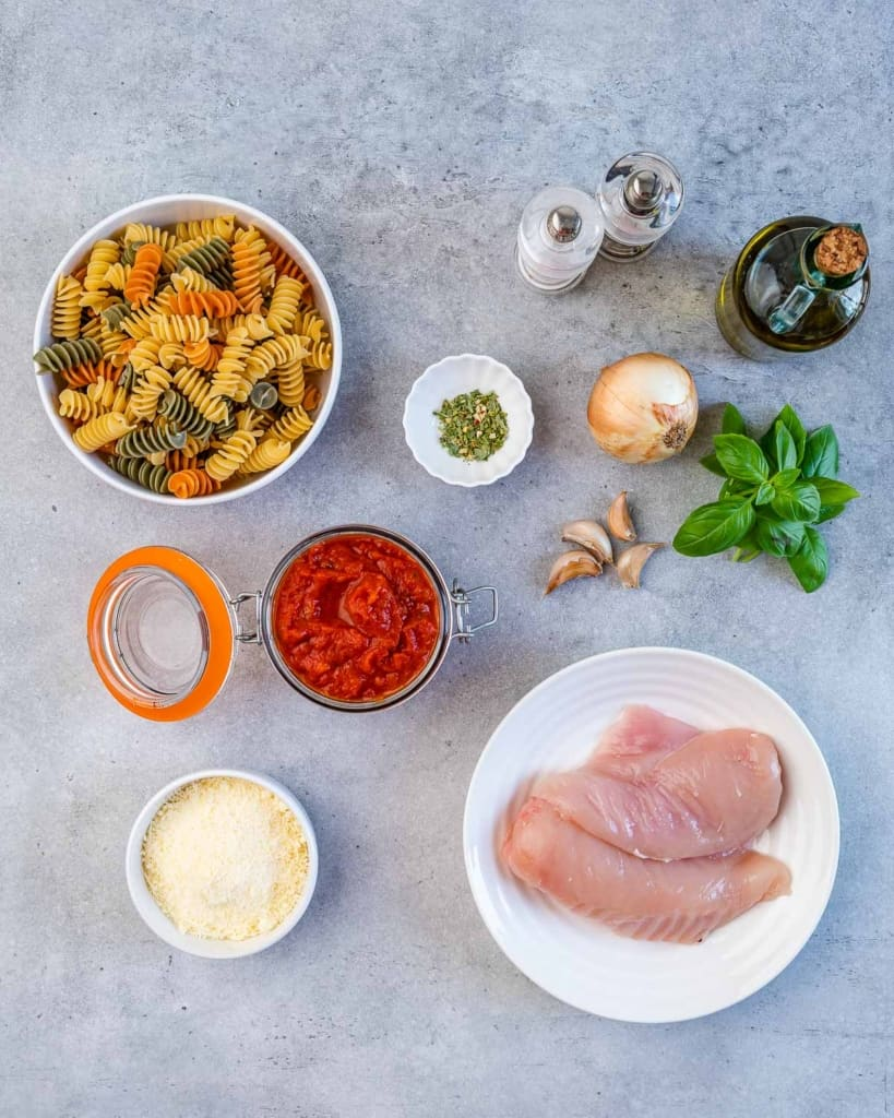 ingredients to make the chicken parmesan pasta